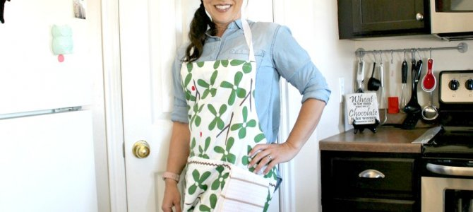 Simple DIY Apron With Dish Cloth
